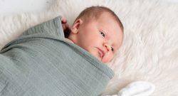Wakkertijden en slaapsignalen herkennen bij baby
