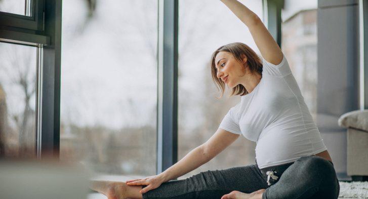 Inge Van Gorp relaxatietherapeute yoga oefening thuis